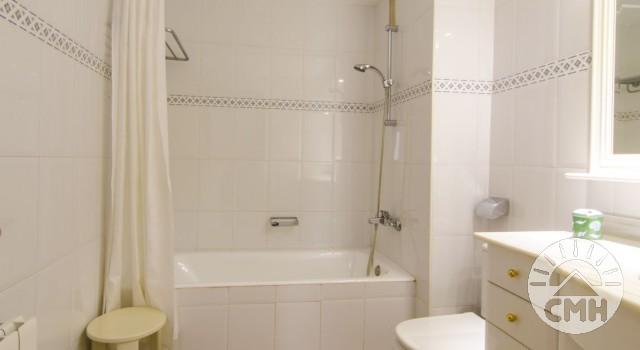 Xloc A - Bath with Tube
