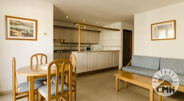 Xloc B - Wohnzimmer mit Essbereich