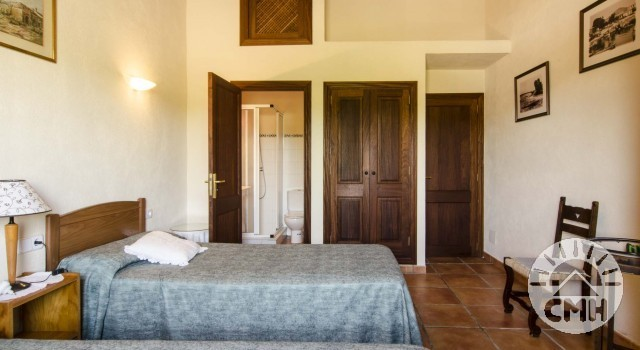 Finca Sa Plana - Bedroom Single Beds Closet