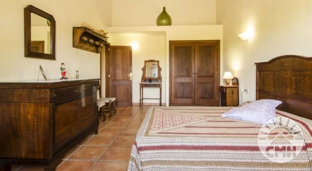 Finca Sa Plana - Master Bedroom Bed Closet