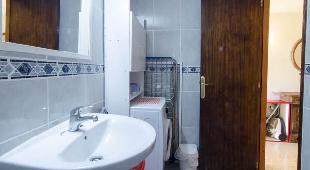 Levante - Bath with Sink