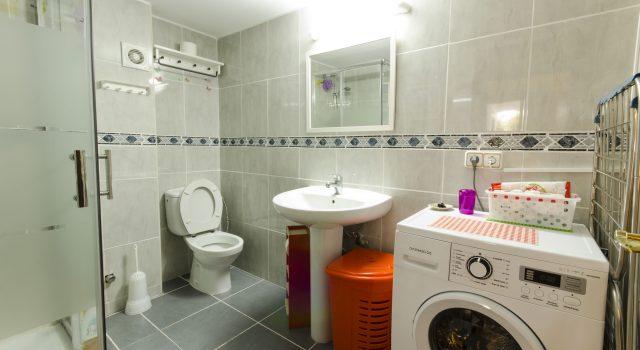 Levante - Bath with Washing Machine