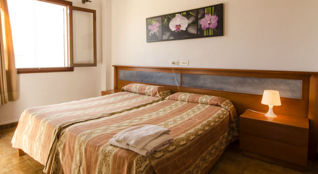 Toni 3 - Bedroom Single Beds