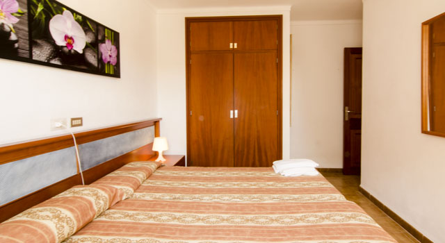 Toni 3 - Bedroom Single Beds with Closet