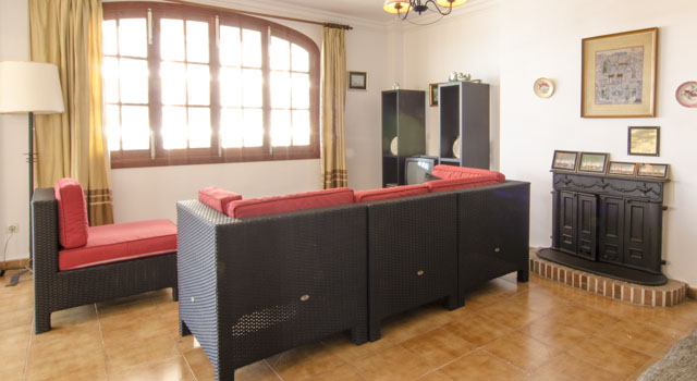 Toni 3 - Living Room
