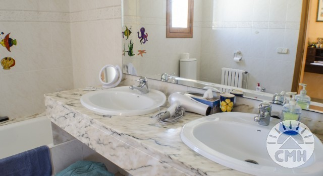 Villa Floriana - Bath Upstairs Sink