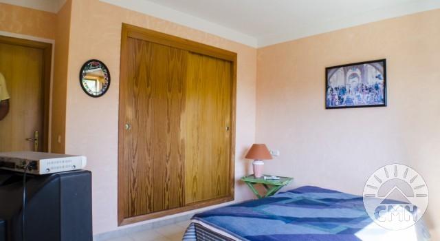 Villa Floriana - Schlafzimmer 1 mit Kleiderschrank