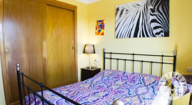 Villa Floriana - Schlafzimmer 2 mit Kleiderschrank