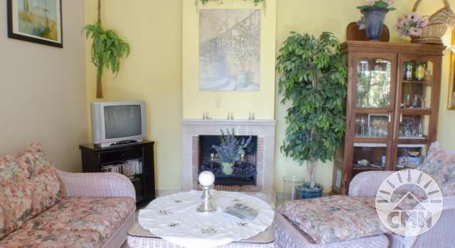 Villa Floriana - Wohnzimmer mit Kamin