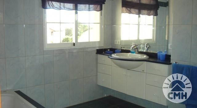 Villa Julie - En-suite bathroom in bedroom 1