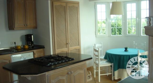 Villa Julie - kitchen with sitting area