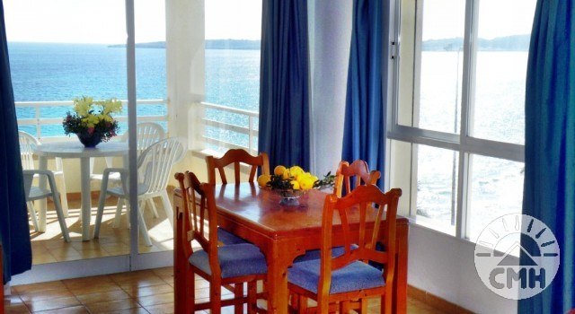 Villa Margarita 2 bedroom - living room with sea view