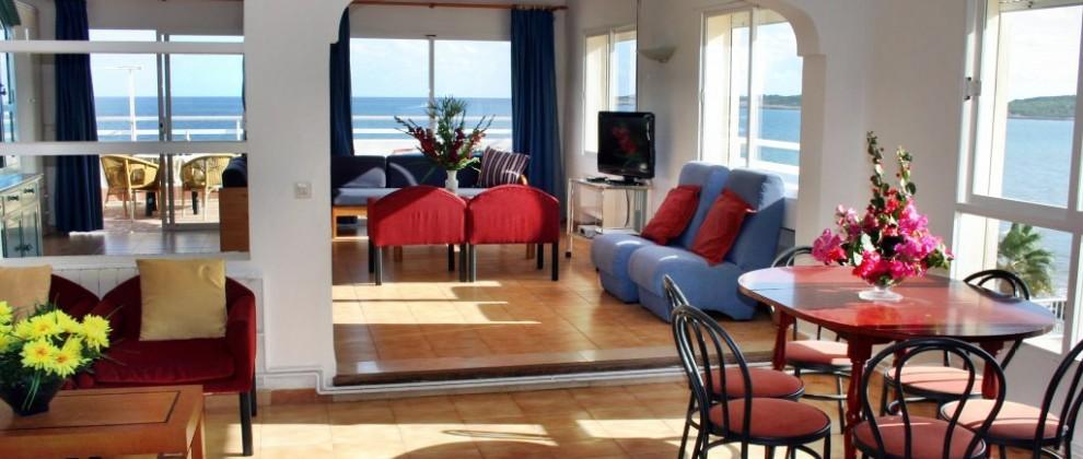 Villa Margarita 3 bedroom - living room with dining area
